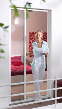 t ren. Black Bedroom Furniture Sets. Home Design Ideas